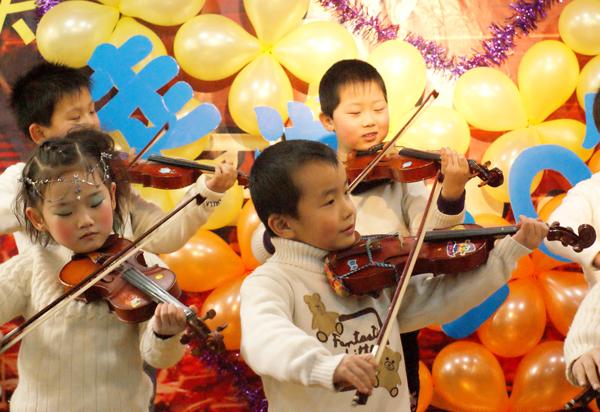 小提琴齐奏 两只老虎 凤阳花鼓 美少年艺术学校走进2012春节文艺汇演