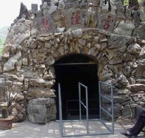 环翠峪风景名胜区位于郑州市西南40公里的荥阳庙子乡,1988年开始