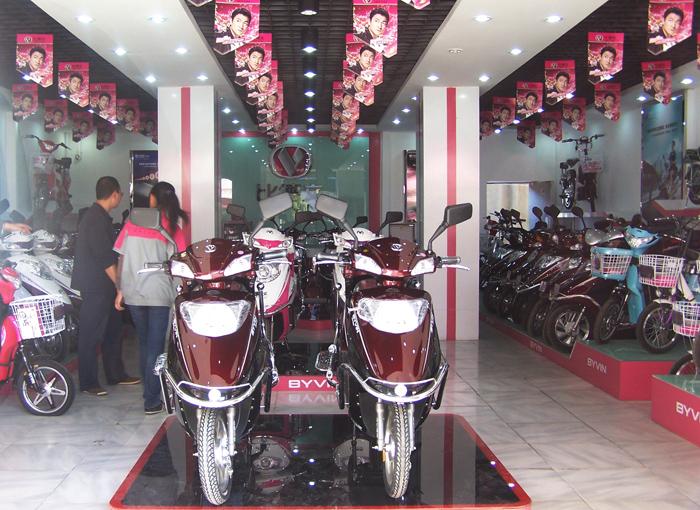 阿米尼電動車專賣店內容阿米尼電動車專賣店圖片  女裝專賣店裝修效果