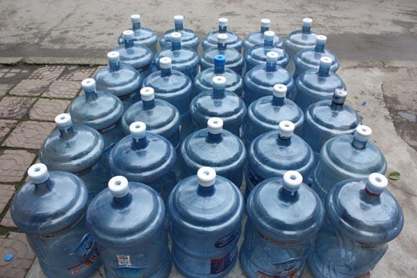 我们还对外配送蓝剑冰川时代系列桶装水以及各种品牌