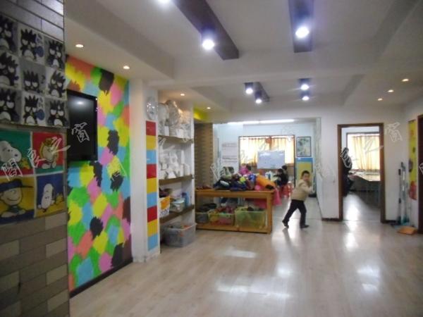 美术室-幼儿园教室   专业少儿美术教育机构   创意画室   阎